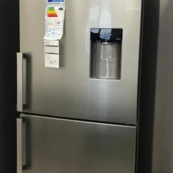 Réfrigérateur combiné Samsung grand volume 432L No Frost Distributeur d'eau intégré